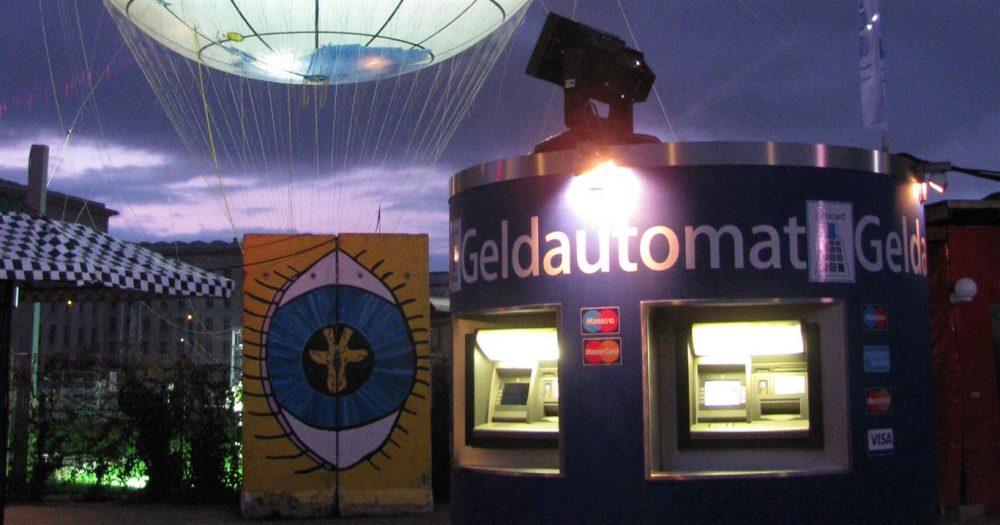 bboxx Geldautomat in Leichtbauweise von Veloform Reisebank Hannover Messe