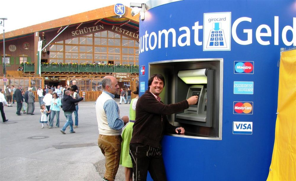 Veloform bboxx mobile ATM casing at Oktoberfest References Reisebank