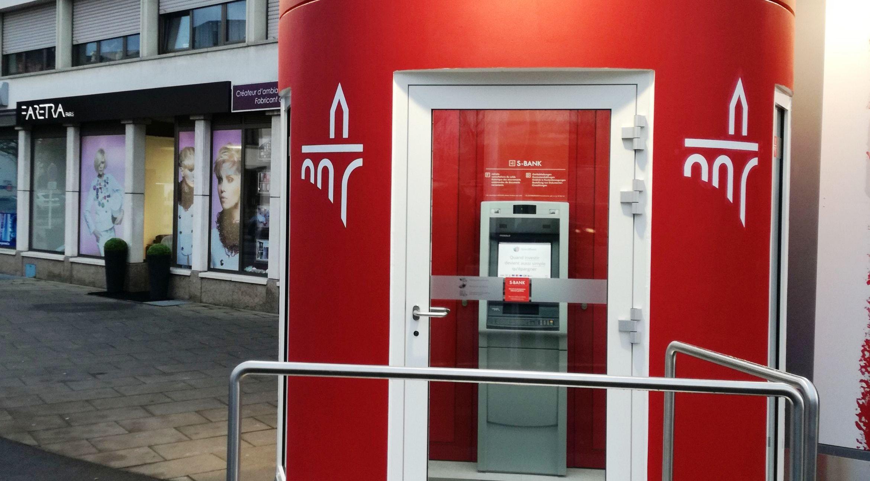 mobiler Geldautomat mit verschließbarem Vorraum