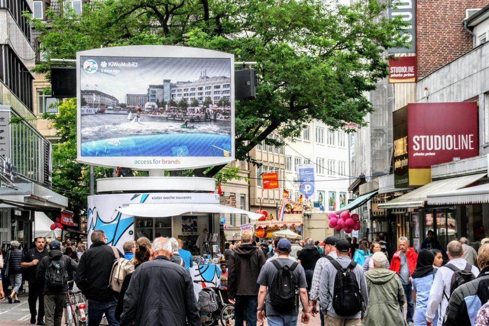 Mobiler LEDAdTurm bboxx LEDAdTower von Veloform bei Kieler Woche mit accessforbrands.