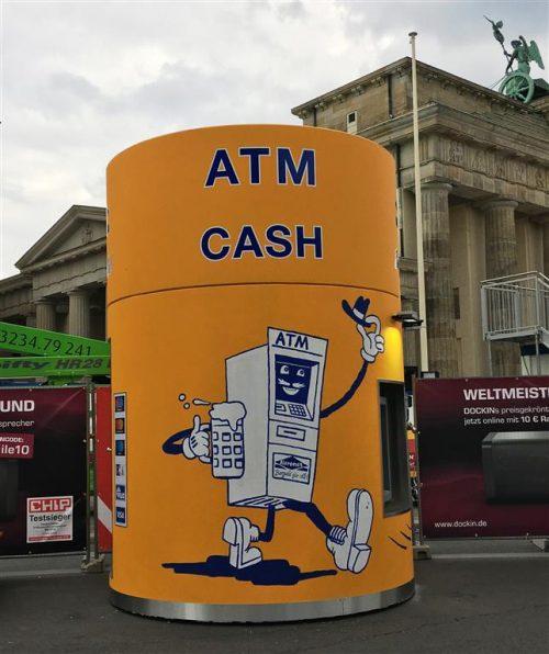 bboxx Geldautomat auf der Fanmeile in Berlin zur WM 2018, von Veloform für Euronet.