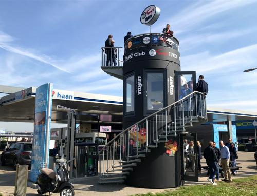 Veloform bboxx mobiler Kiosk und Eventturm für 'haan' Tankstellenkonzept