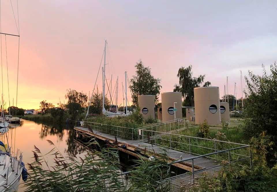 Veloform bboxx slube Übernachtungsmodule am Yachthafen Greifswald
