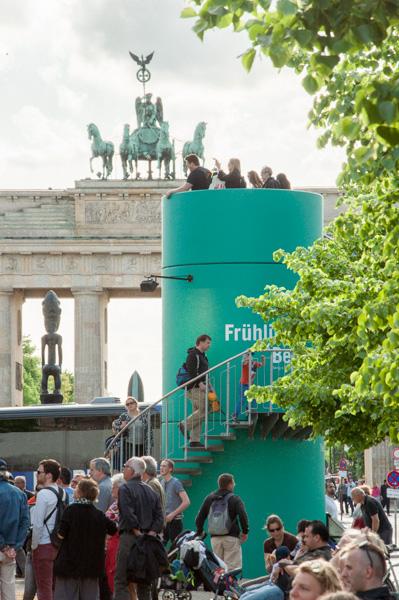 Veloform bboxx Eventturm am Brandenburger Tor zur Open-Air-Ausstellung 70 Jahre Kriegsende. Von Kulturprojekte Berlin.