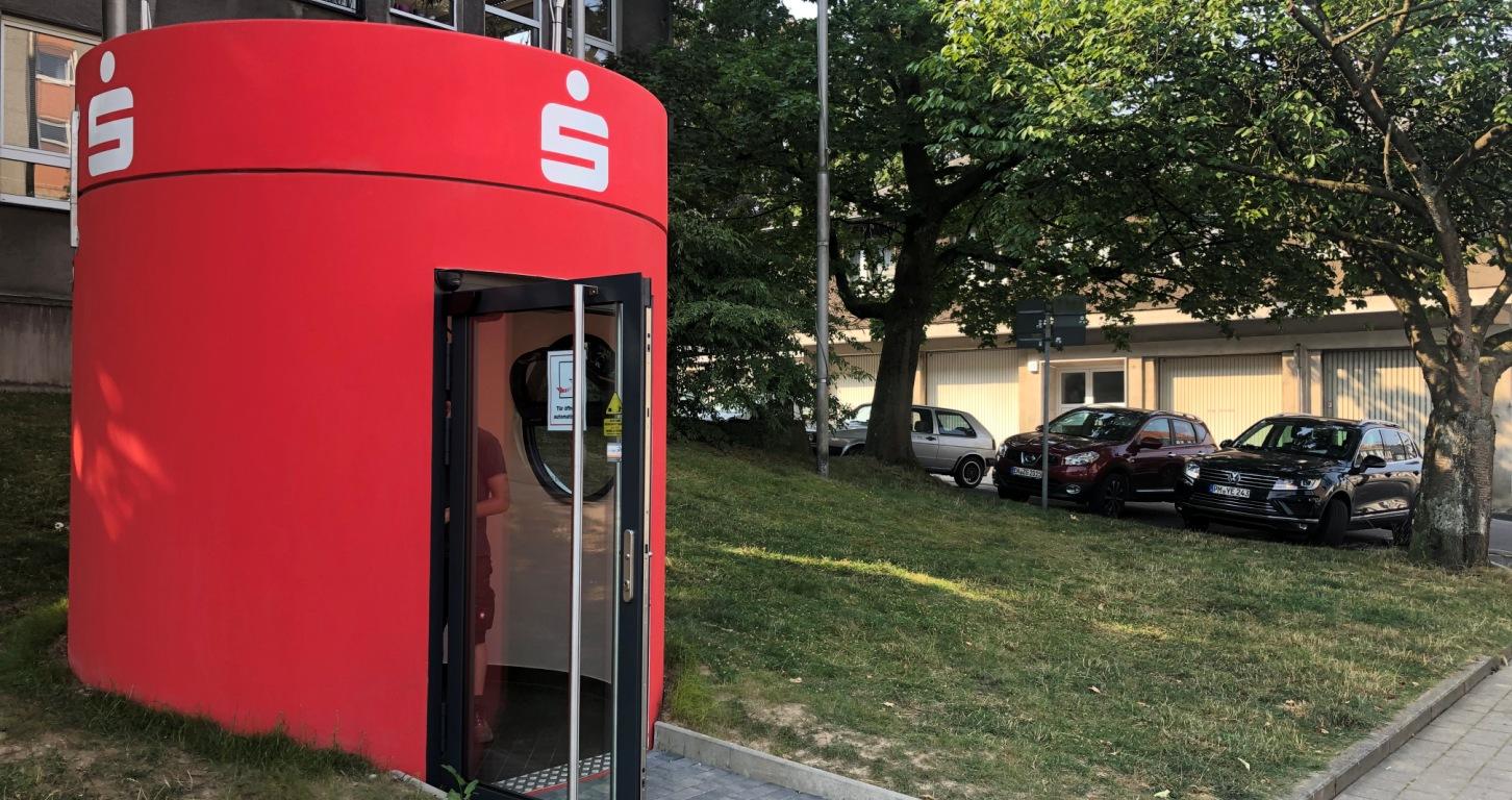 bboxx Geldautomat mit begehbarem Foyer