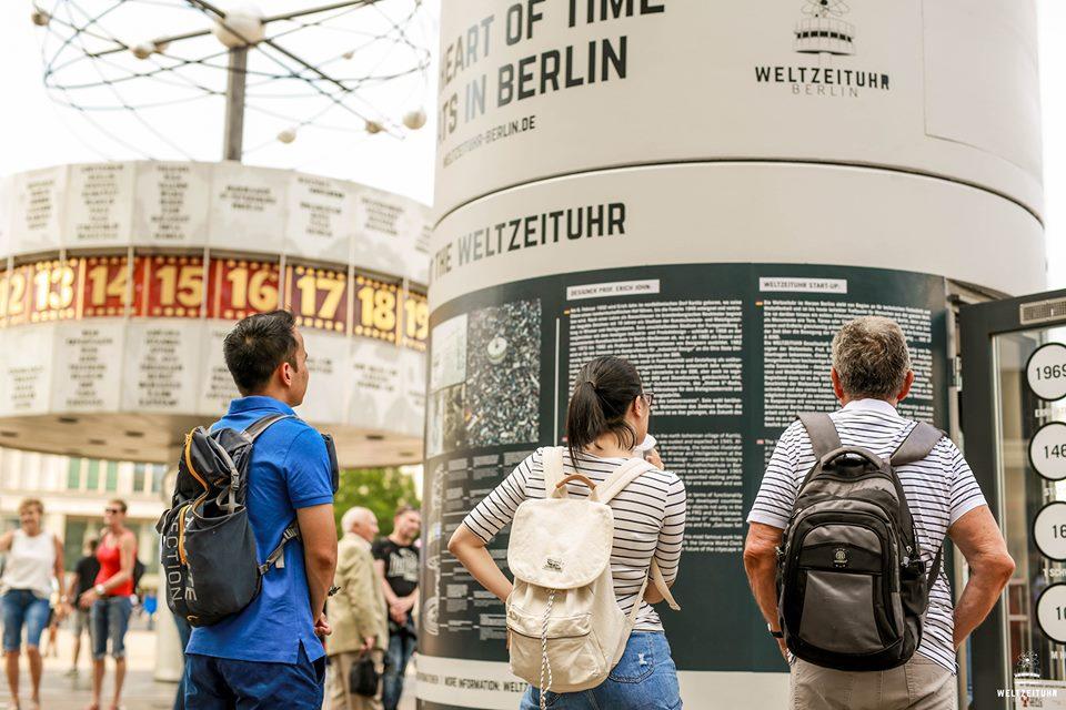 Veloform bboxx Information Booth Reference Weltzeituhr Berlin: FOTOChristianMarquardtWZU