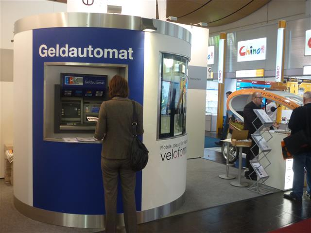 Veloform bboxx mobile ATM casing Reisebank at Hannover fair