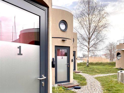 Die slube Mini-Hotel Anlage am Yachthafen Greifswald jetzt mit 10 Hoteleinheiten und intelligenten Schlössern.